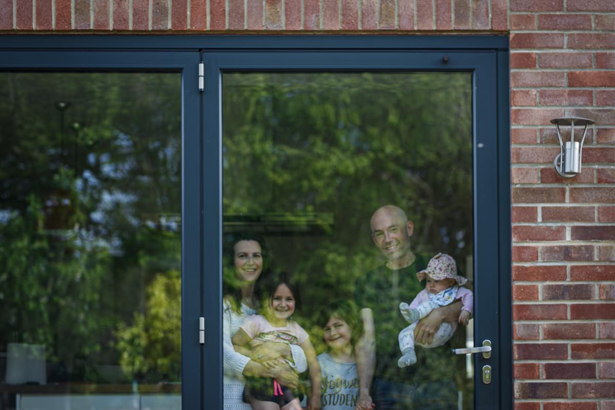 Sapna Odlin Photography Reading VEDay 2020 Lockdown doorstep